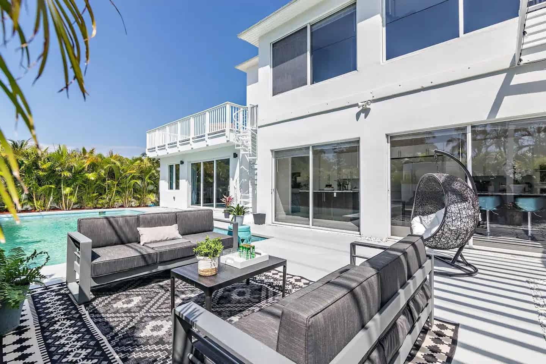 Luxury Beach Villa + 7 Beds + POOL OASIS